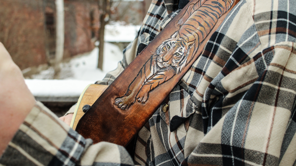 tooled-tiger-on-leather-guitar-strap-5.jpg