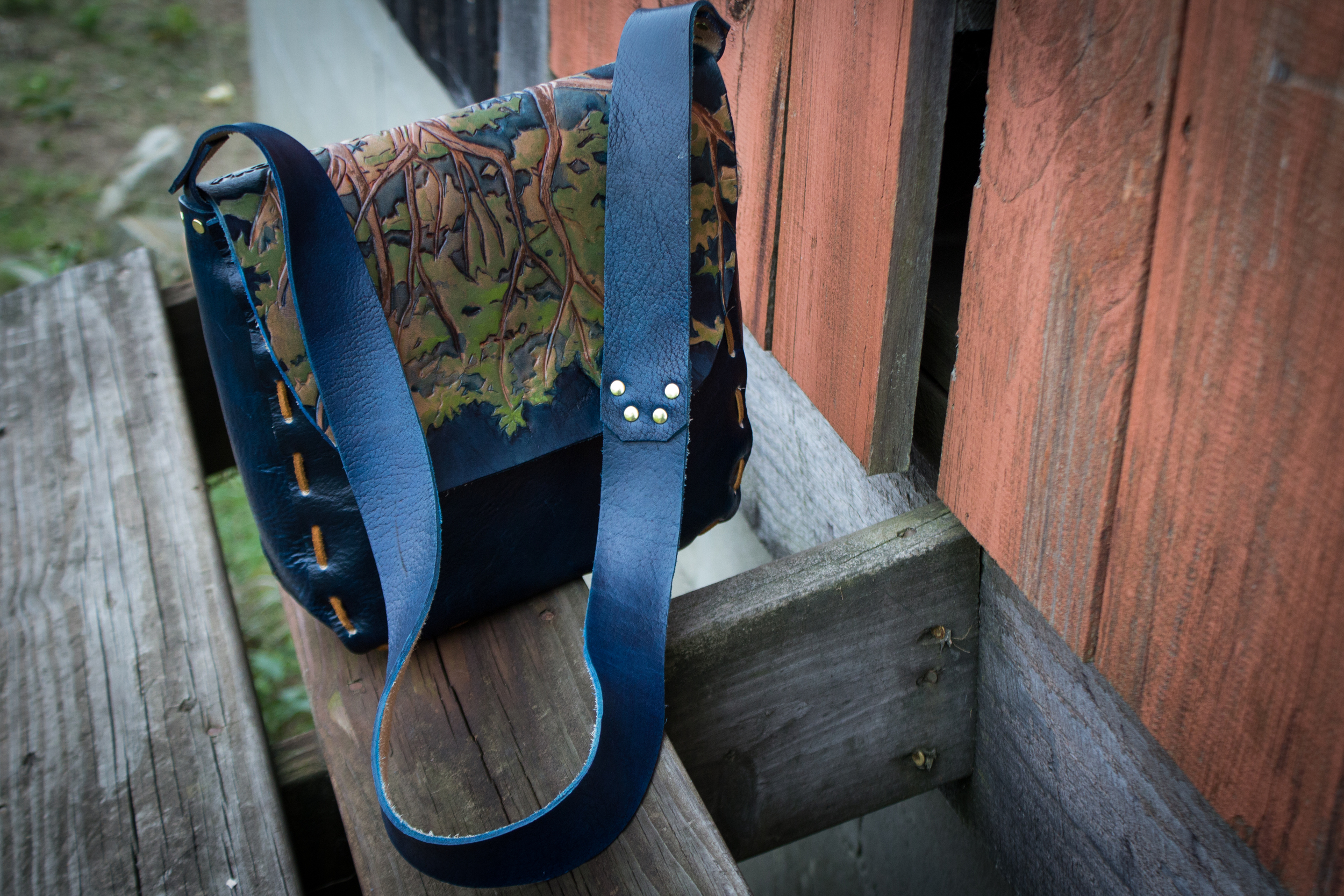 blue leather bag Oak Tree with leaves_-10