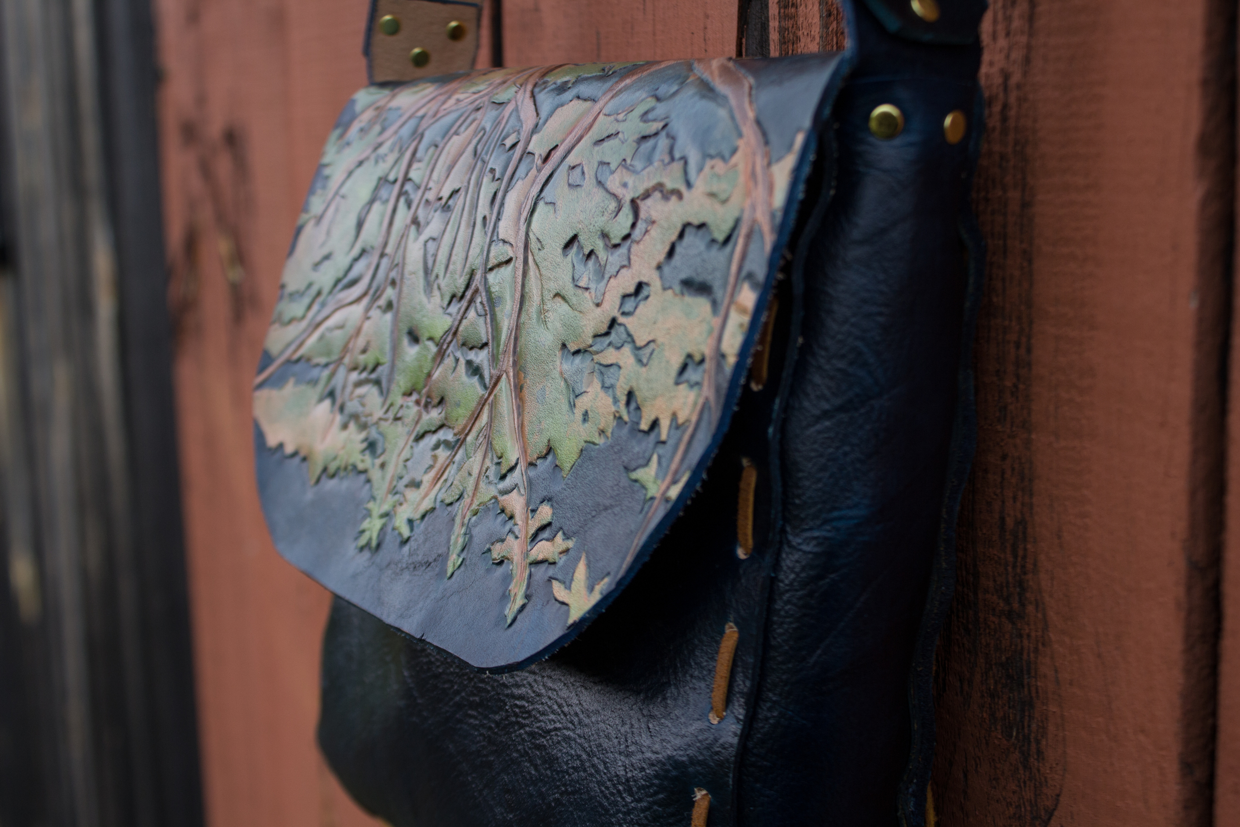 blue leather bag Oak Tree with leaves_-16