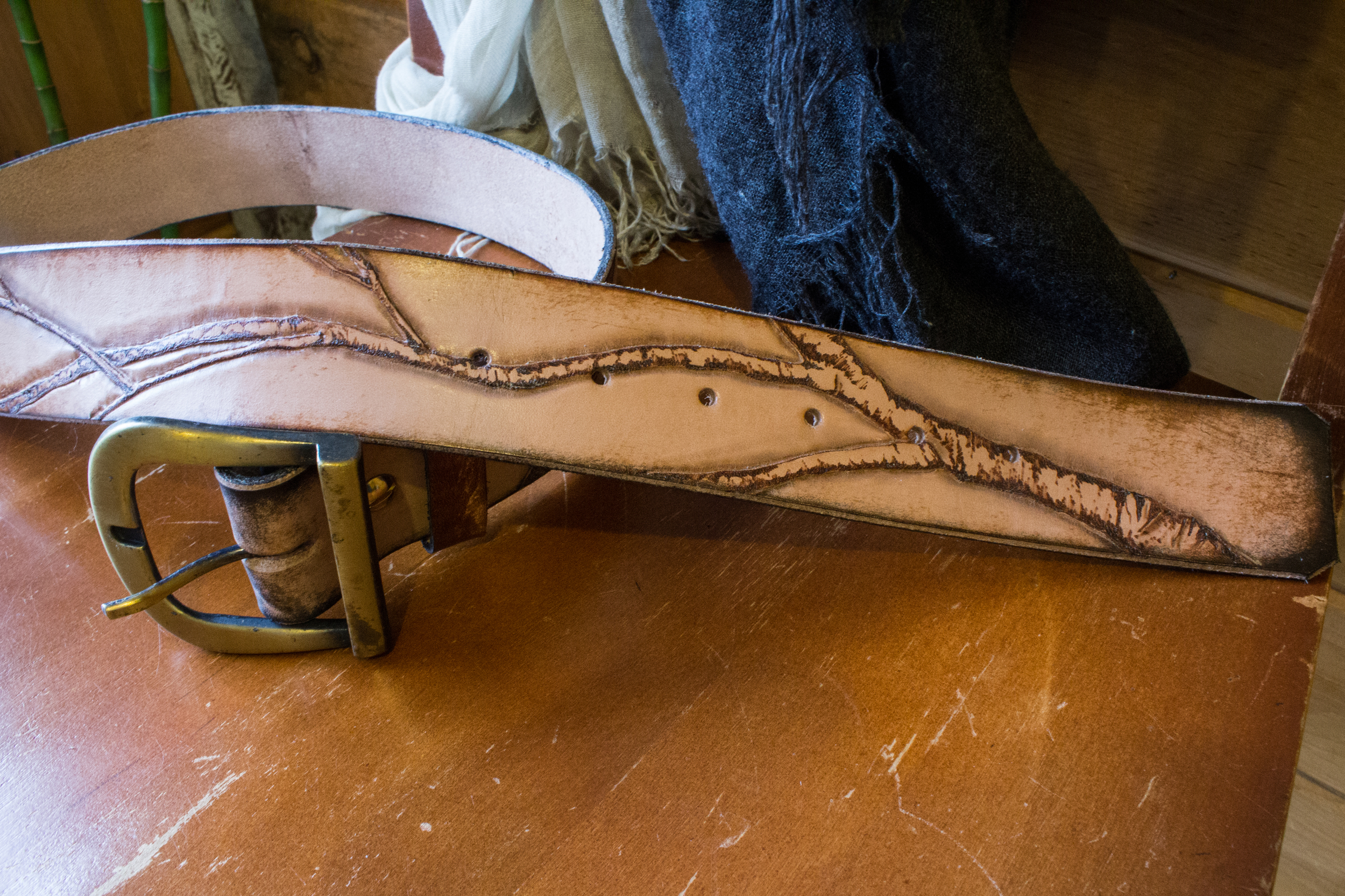 horse and raven leather belt-14