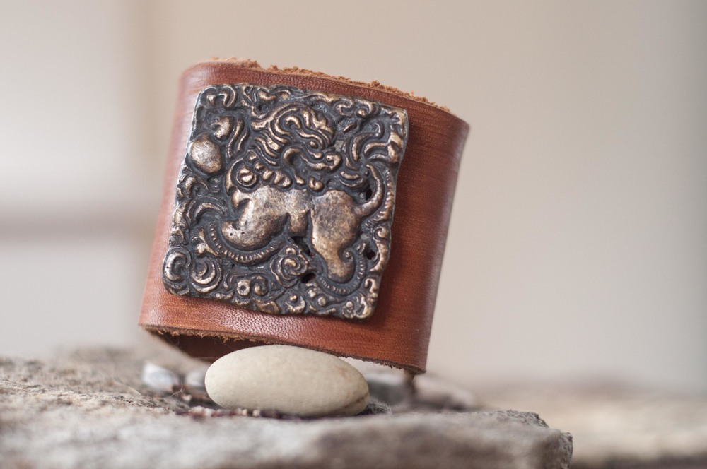 antique-brass-lion-cuff-5.jpg