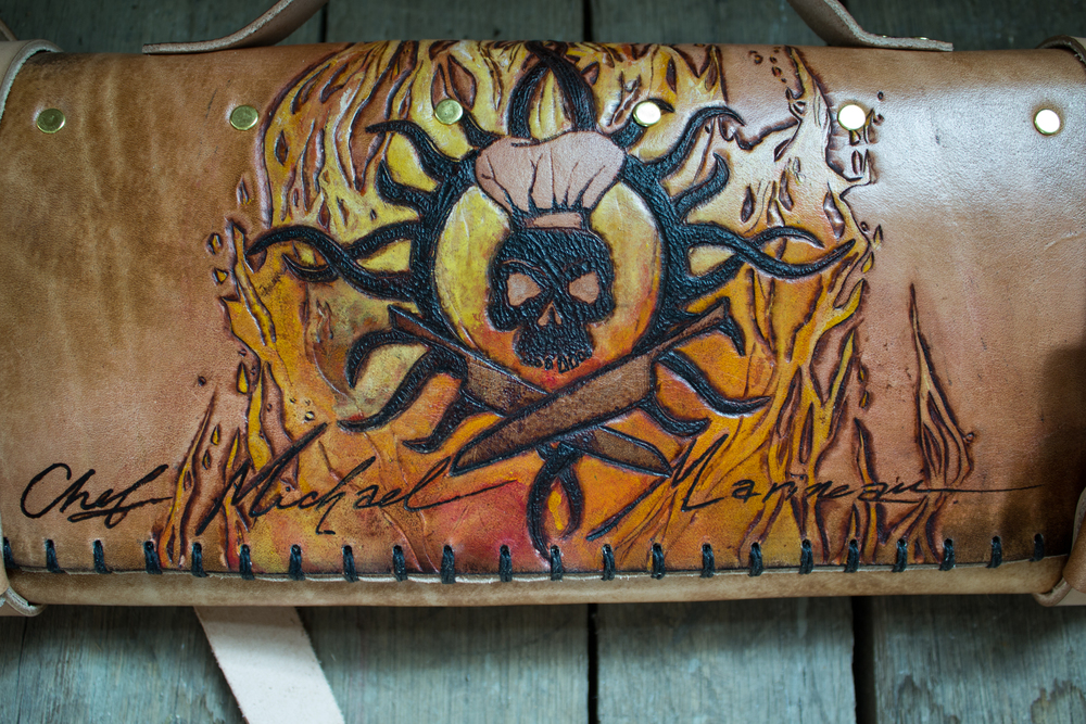 Skull and cross knives leather knife roll-5.jpg