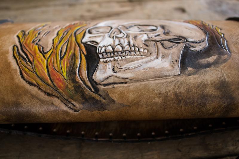 flaming-skull-tom-knife-bag-9.jpg