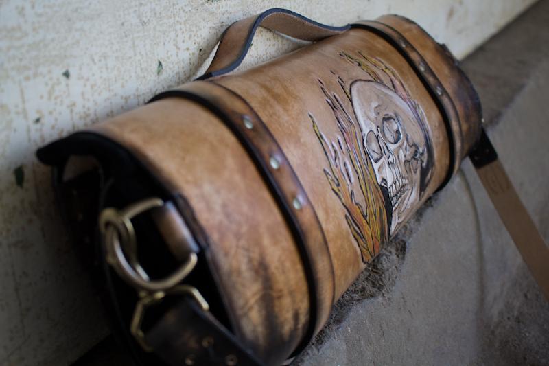 flaming-skull-tom-knife-bag-5.jpg