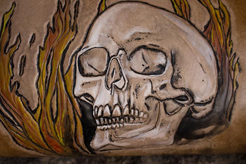 flaming-skull-tom-knife-bag-4.jpg