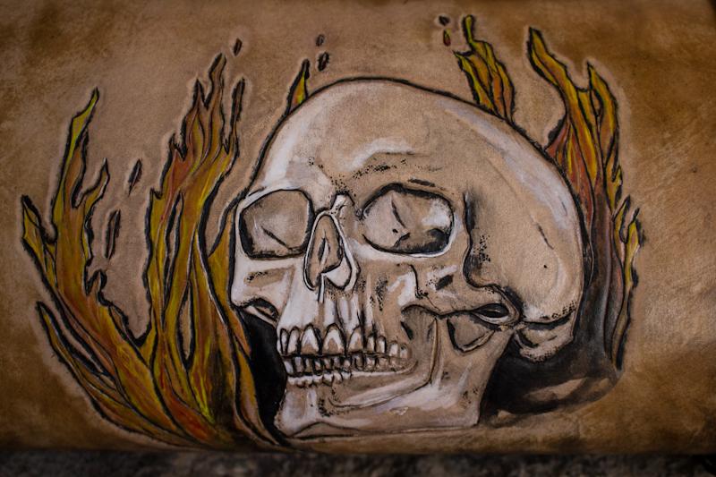 flaming-skull-tom-knife-bag-2.jpg