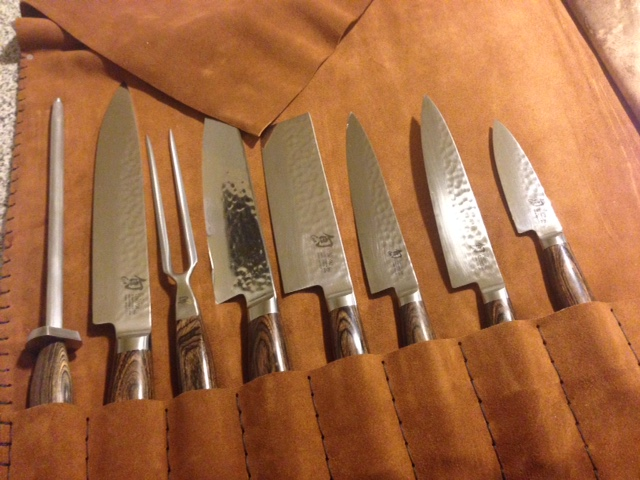 client pic knives in roll .JPG