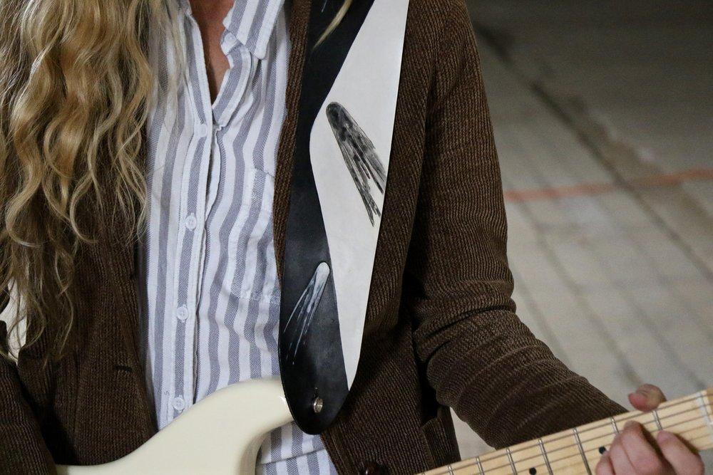 Comet guitar strap 3.jpg