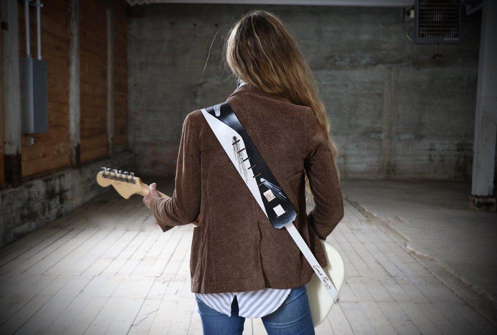 Comet guitar strap 5.jpg
