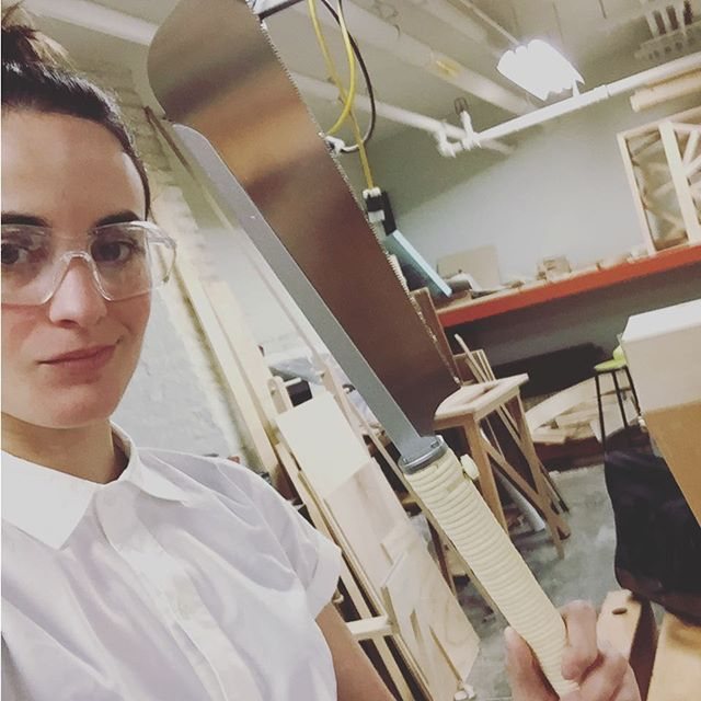 ☝️Japanese razor saw is prob my #1 favorite tool. So low tech, elegant thin blade...but mostly, it lets you feel like a samurai. #thesis #defenseday #lastminuteperusual #risdmid #risdmid17 #ladieswholumber #woodshop