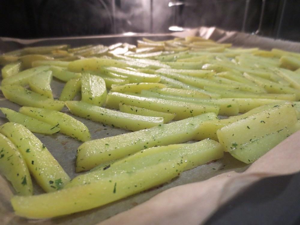 mini-2014-03-06-Homemade-French-Fries-im-Backofen-15-IMG_6383.jpg