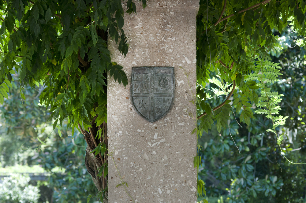Musgrove crest and vines.jpg