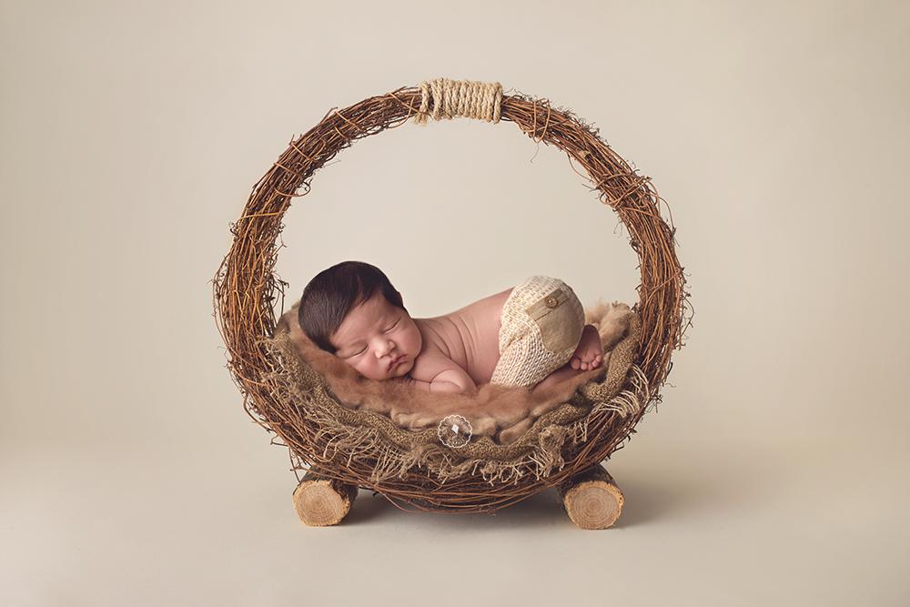 bed-boca-raton-newborn-photographer.png
