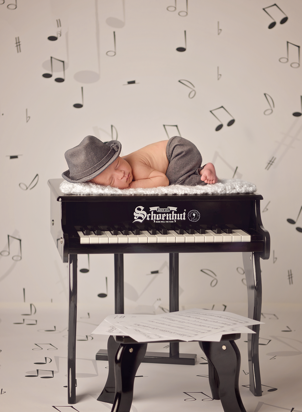 piano-coral-springs-newborn-photographer.png