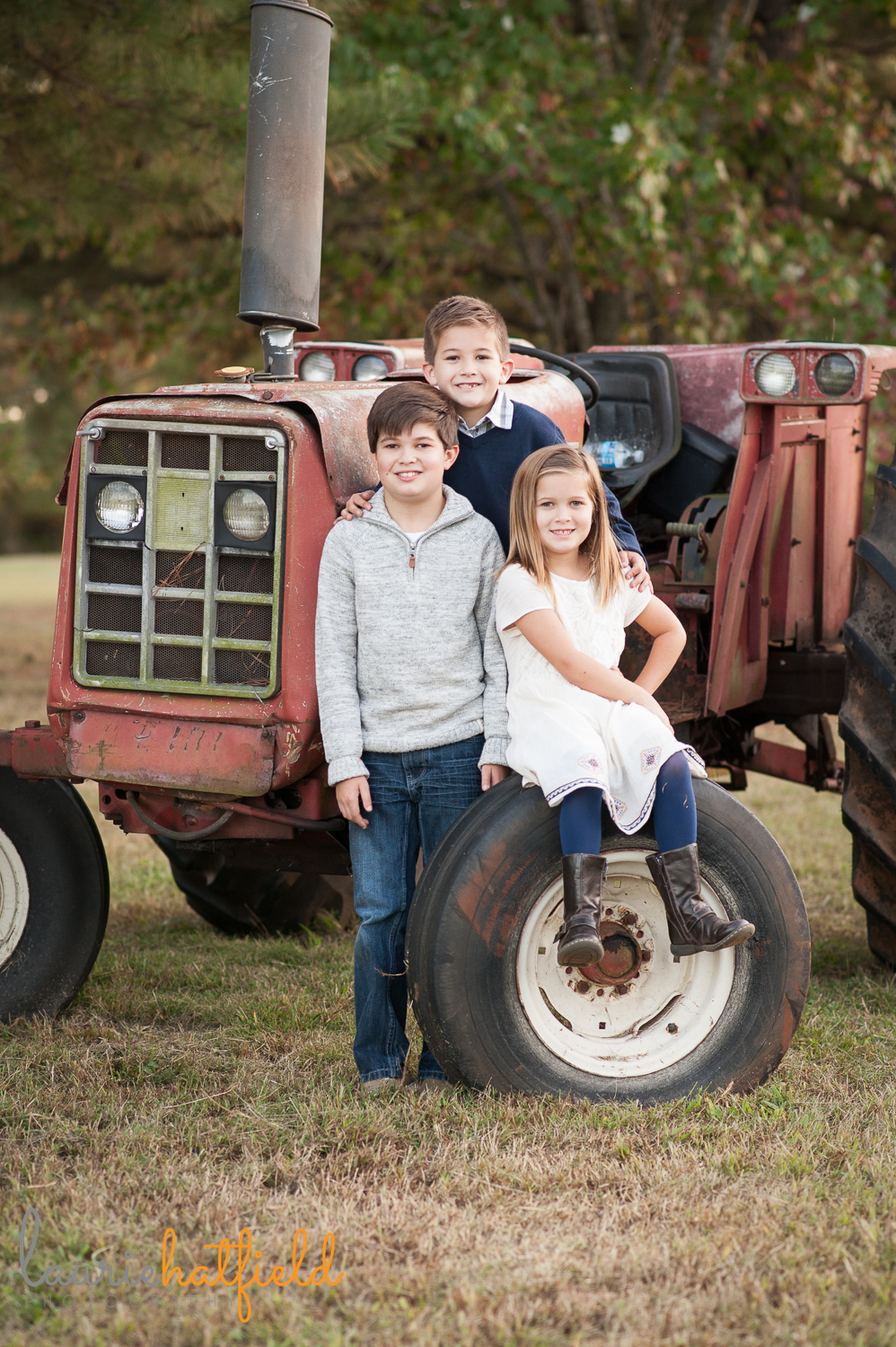 kids on tractor picture