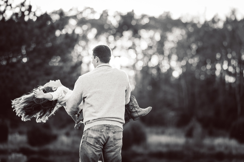 dad twirling daughter in his arms - huntsville family photographer