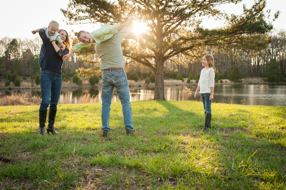 family of five playing in grass | Huntsville family photographer