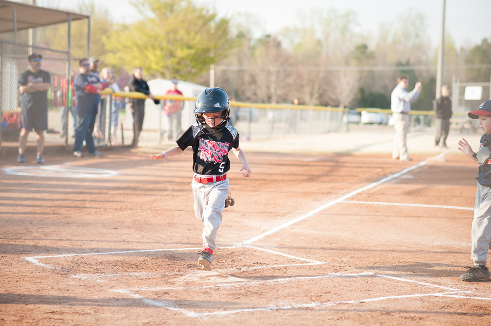 little boy scoring a run in baseball | Huntsville photographer