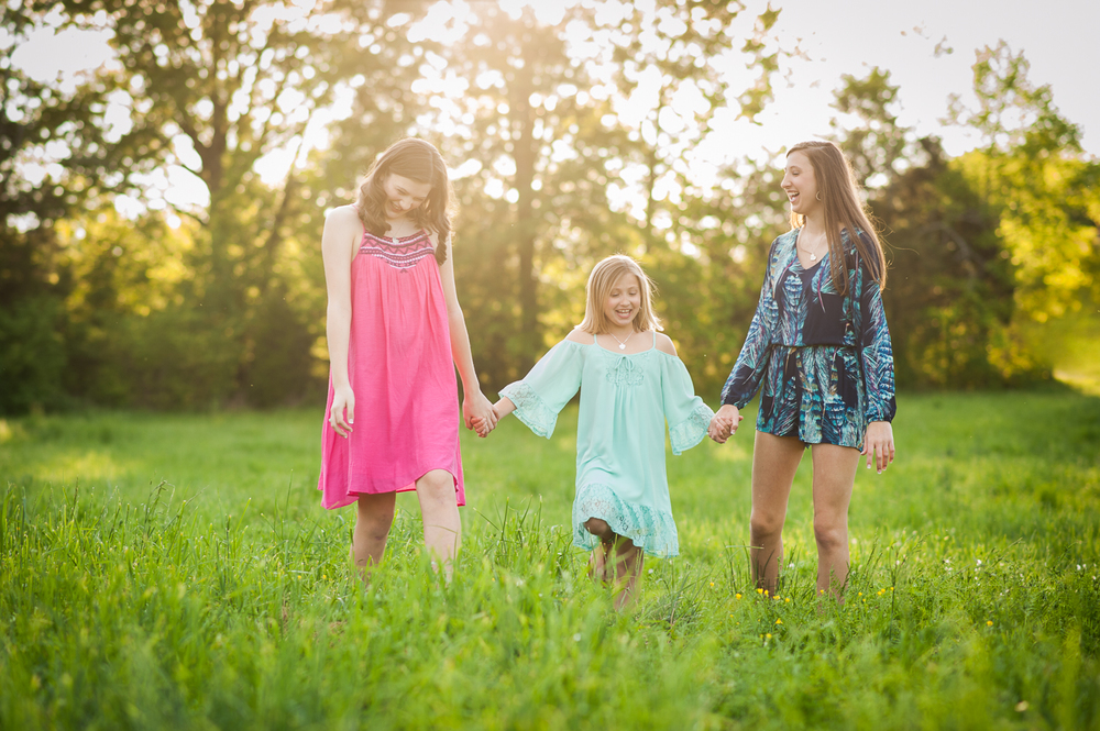 three sisters in field | Huntsville family photographer