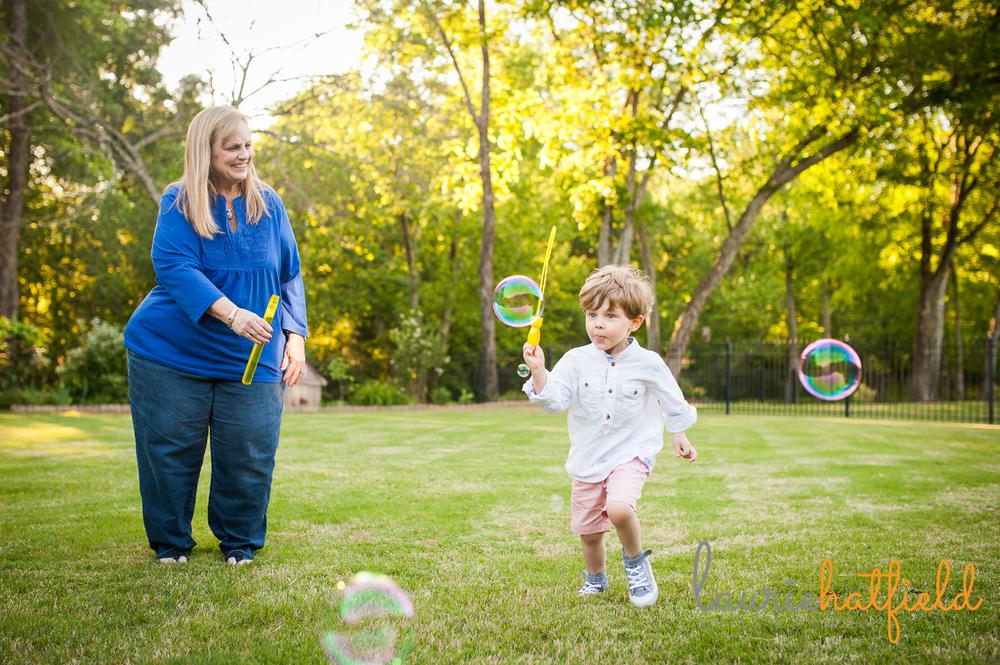 grandparents blowing bubbles with grandson   Huntsville mini sessions