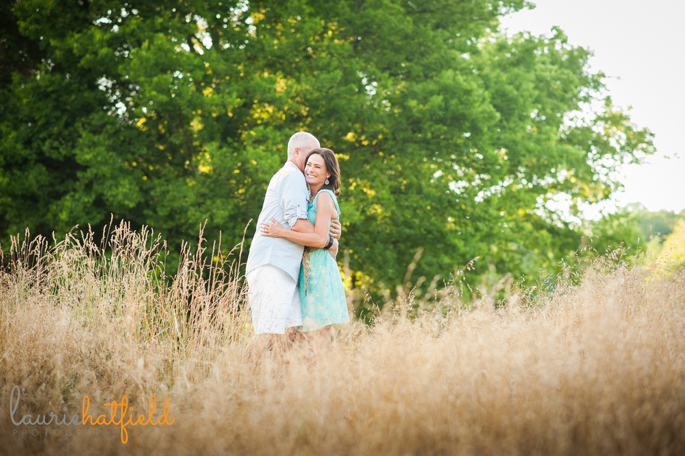 couple hugging in field | Huntsville family photographer