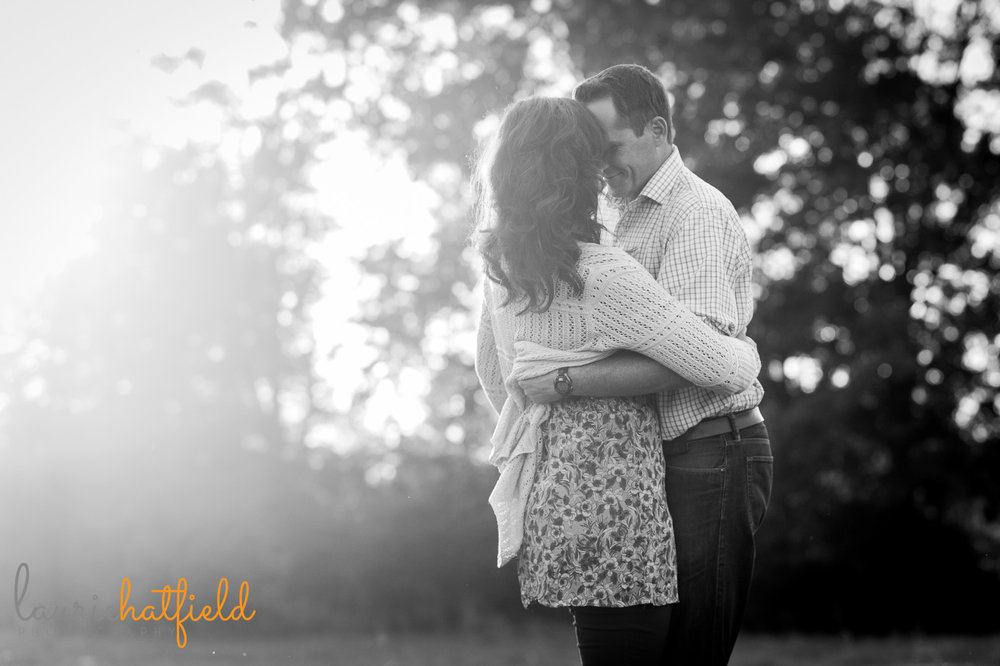 mom and dad dancing in field | Mobile lifestyle photographer