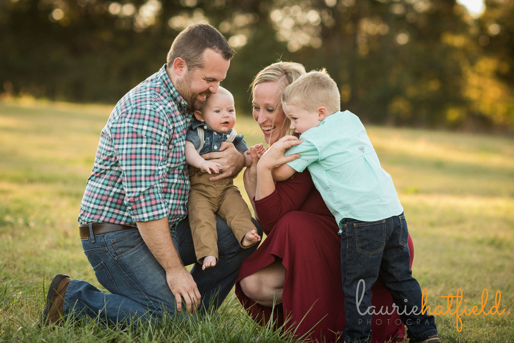 family of four in a field | Laurie Hatfield Photography | Mobile photographer