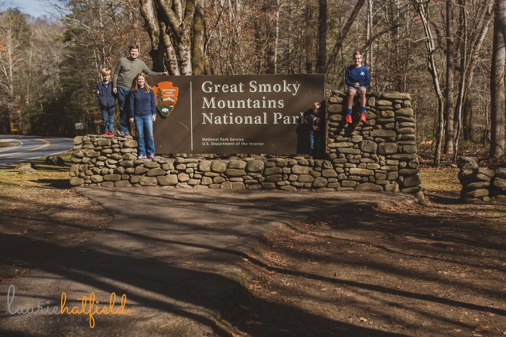 family at Great Smoky mOuntains sign | Mobile al photographer