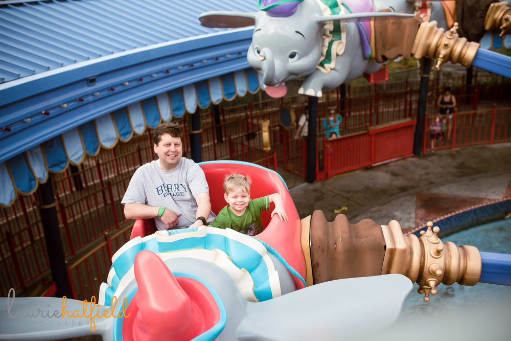 dad and son on Flying Dumbo | Foley AL family photographer