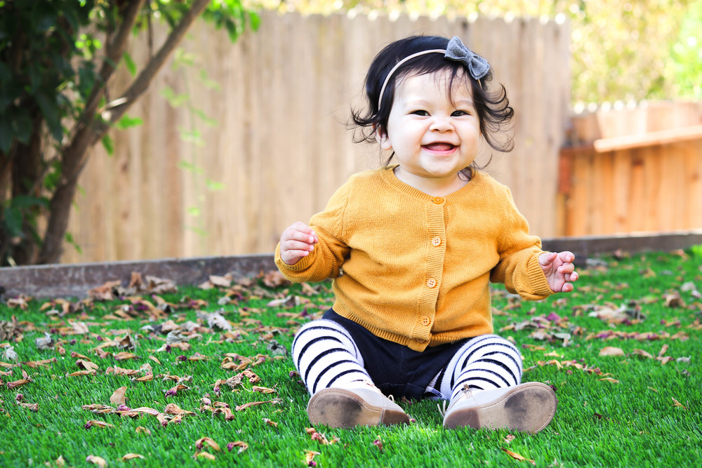 I have the cutest little models! I meannnnn....how can you NOT smile when you see this face!  Bow:   Penny and Mama  Shorts:   Mila James  Tights:   June & January
