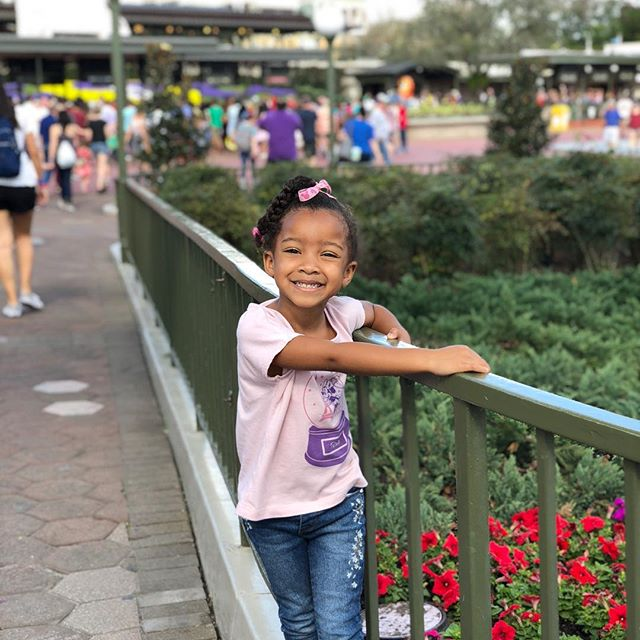 Can't believe how quickly she's growing up!!! Here she is having so much fun @waltdisneyworld with her cousins @thejamestwins. It's so fun watching her discover new things at this age. 💗💗💗 being Reagan's mom!!! #disneymom #disneymoments