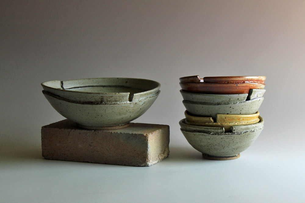 Set of bowls with altered rims