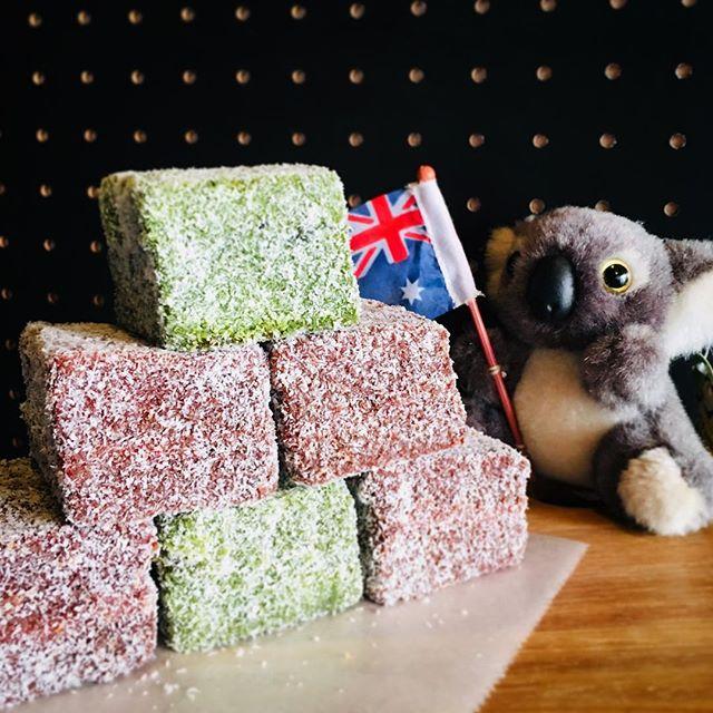 . Happy Australia Day! . オーストラリアデイはラミントンでお祝いしましょう! . #Frankie #frankieshimokita #espresso #coffee #coffeestand #Melbourne #Australia #shimokitazawa #Tokyo #cafe #welovecoffee #homemade #sweets #tokyocoffee #カフェ #下北沢 #下北沢カフェ #カフェ巡り #コーヒー #エスプレッソ#オーストラリア #メルボルン #コーヒースタンド #australiaday #lamington #ラミントン