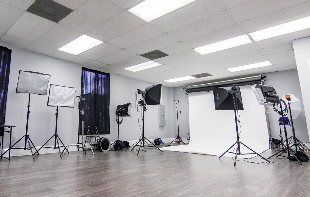 Rental includes: - - Full access to shooting area- 12 Feet of seamless: Black, white, gray- Grip: flags, reflectors, defusers, gels, stands- Hair & Makeup station- Lounge area- WiFi