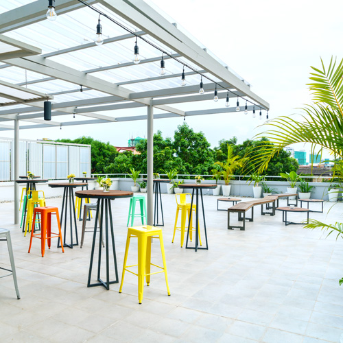 The Crown, Outdoor terrace