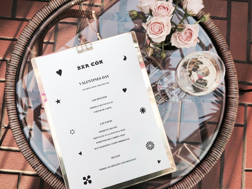 Bar Cóni ssa on tarjolla jaettavaksi tarkoitettu menu kahdelle joka koostuu suosituimmista annoksista. Alkuun pari pintxoa, neljä jaettavaa tapas annosta sekä jälkiruuaksi ihania espanjalaisia köyhiä ritareita ja kuusijäätelä.  Varaa pöytä tai tule ilman varausta.