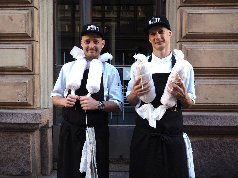 OX:in kokit Nikke ja Mikko oman pancettan kanssa