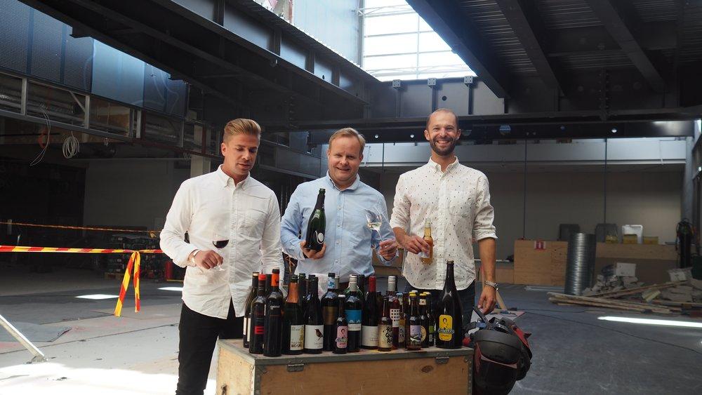 Bar Cón avataan Kortteliin- uutisen julkistus. Ravintolan omistajat Matti, Toni ja Andu