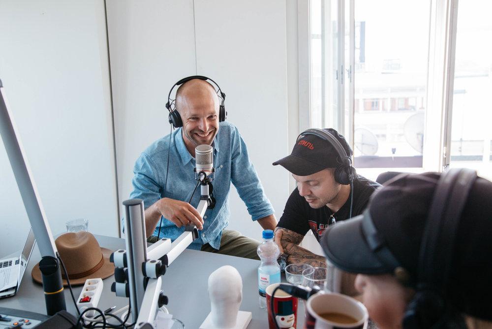 11:40 Kiss FM -haastattelussa artistia ns pannaan halvalla, mutta iteppähän läksin.