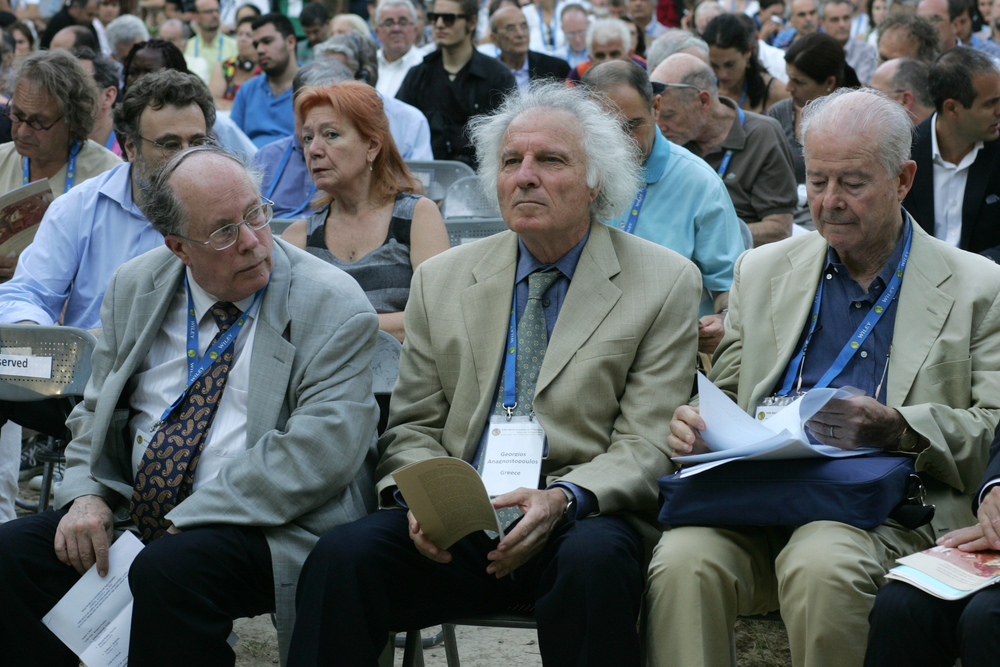 First row from the left, the President of FISP Professor William McBride (USA), Professor Georgios Anagnostopoulos (USA) and Professor Enrico Berti (Italy).