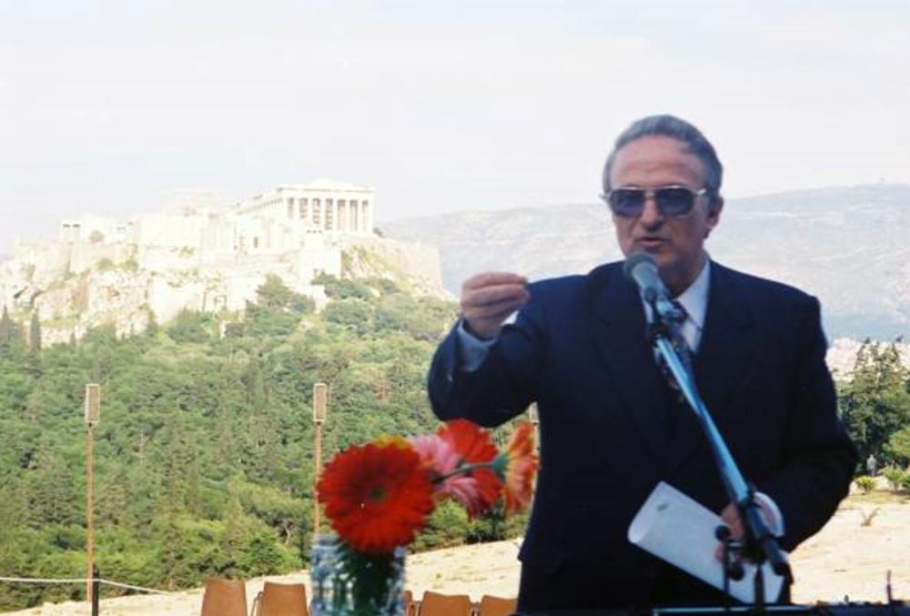 Ο Καθηγητής και Πρόεδρος του Διεθνούς Σεμιναρίου Κώστας Βουδούρης ομιλών  (Άνοιξη του 1998)