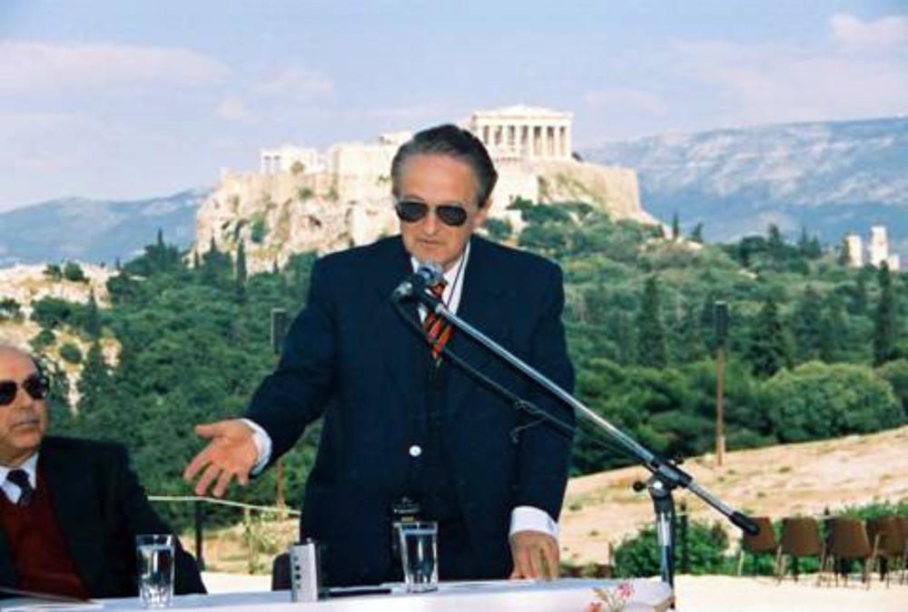 Οι Καθηγητές Νικόλαος Χρόνης (αριστερά) και Κωνσταντίνος Βουδούρης ομιλών  (Άνοιξη του 1998)