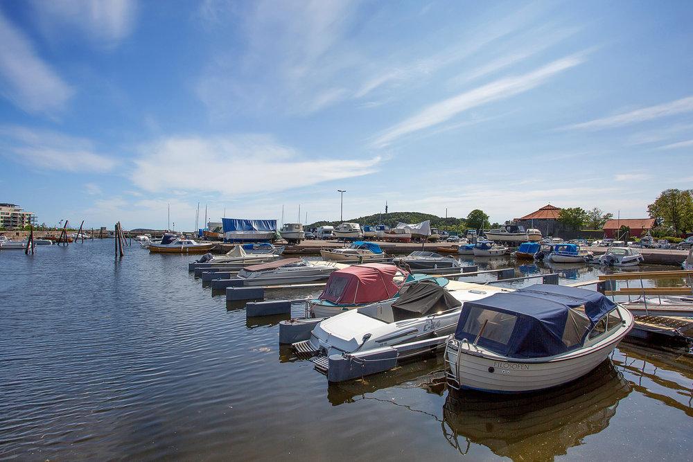 Småbåthaven Langfeldts almenning som ligger langs Strandpromenaden.