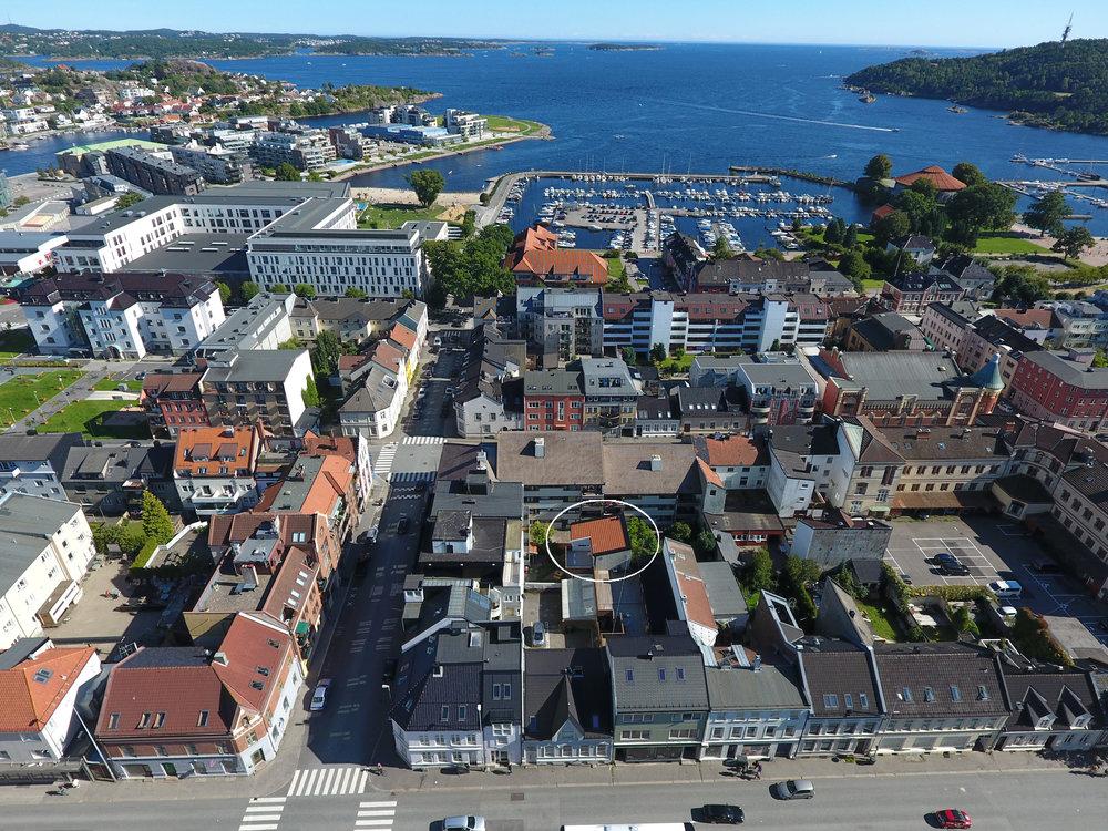 Sentral beliggenhet i nedre del av byen med kort vei til Bystranda og Strandpromenaden.
