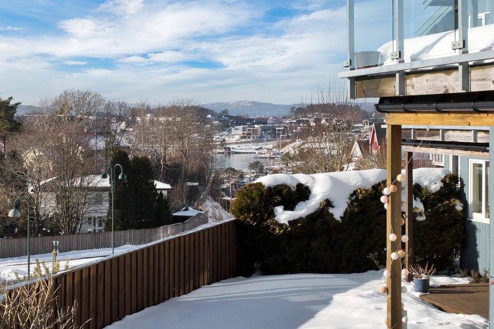 Utsikt fra hagen.