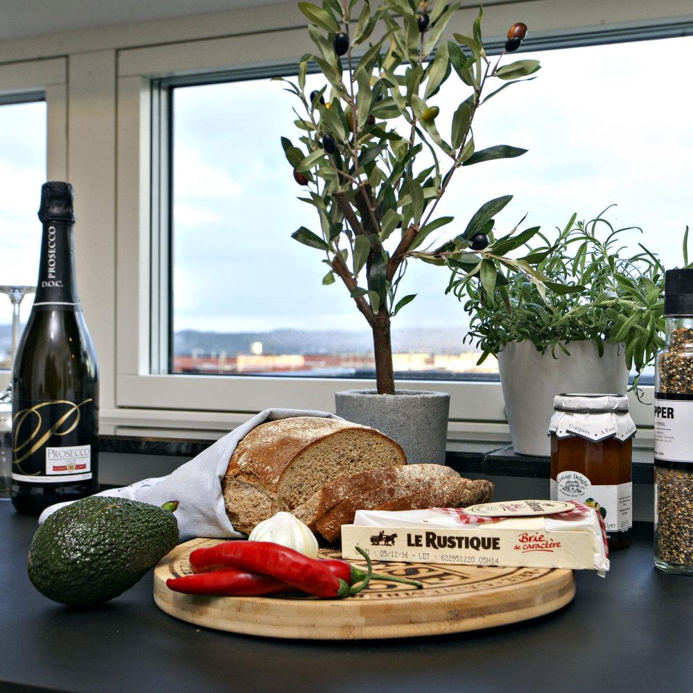 Kjøkken _detalj_Brød, ost og urter.JPG