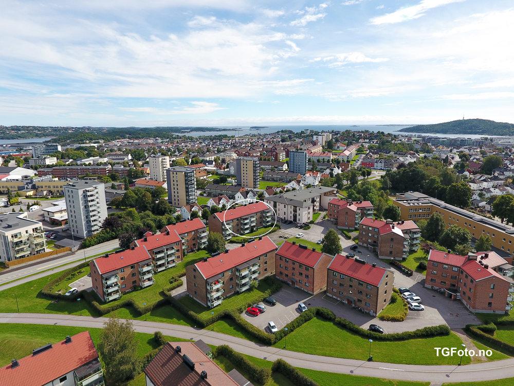 Leiligheten har en flott beliggenhet på Lund.