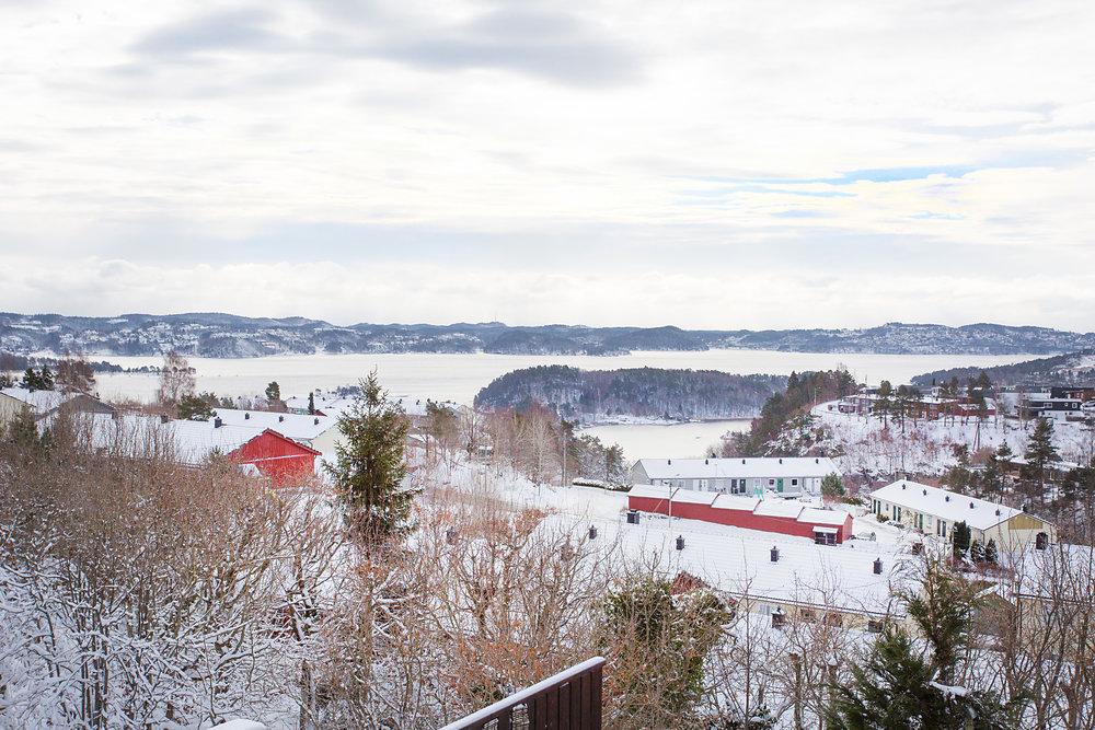 Utsikt over Topdalsfjorden fra soverom.