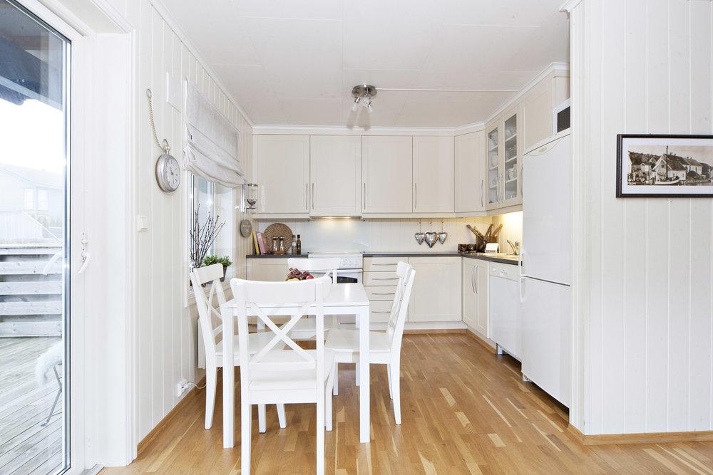 Plass til spisebord i tilknytning til kjøkkenet.