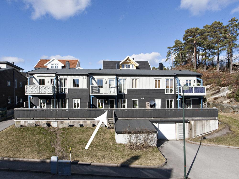 Odderheisløyfen 27 er en del av et veldriftet og nyere borettslag med 12 enheter, hvor denne leiligheten ligger i 1. etasje.